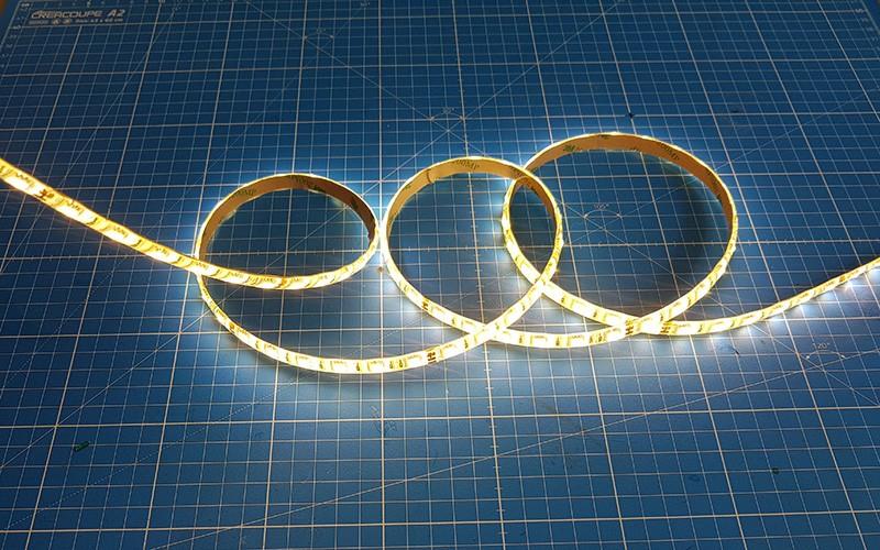 Comment couper, souder et raccorder un ruban LED CCT ?