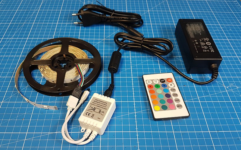 Raccorder et utiliser le contrôleur LED RGB IR 24 Touches