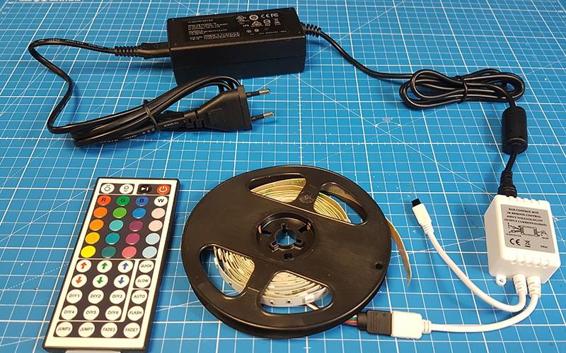 Raccorder et utiliser le contrôleur LED RGB IR 44 Touches
