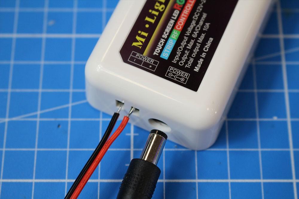 Raccorder et utiliser le contrôleur LED RGBW multizones