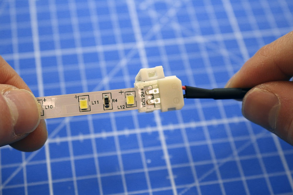 Raccorder rapidement un ruban LED mono-couleur