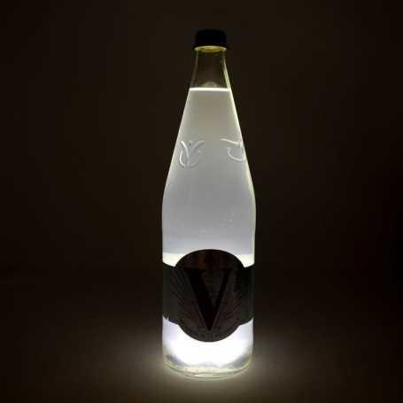 Sous verre lumineux blanc froid à piles avec bouteille