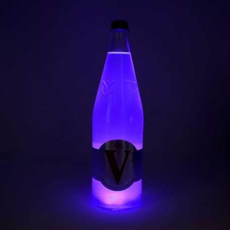 Sous verre lumineux bleu à piles avec bouteille