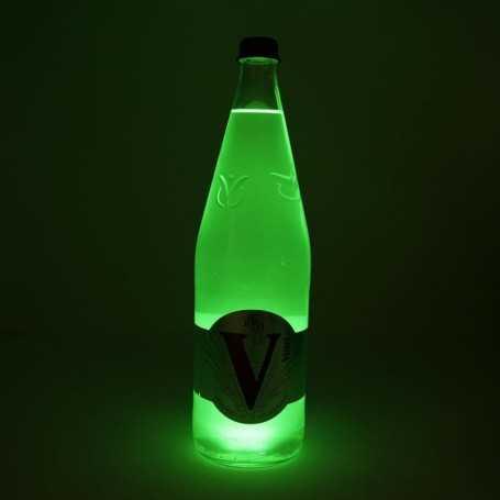 Sous verre lumineux vert à piles avec bouteille