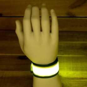 Bracelet lumineux jaune à claquer pour être vu le soir