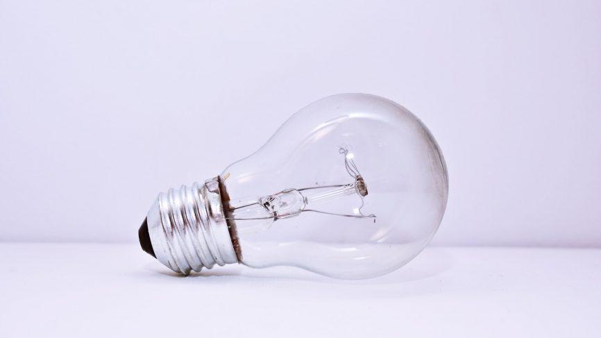 CFL-vs-éclairage-LED-pexels-dids