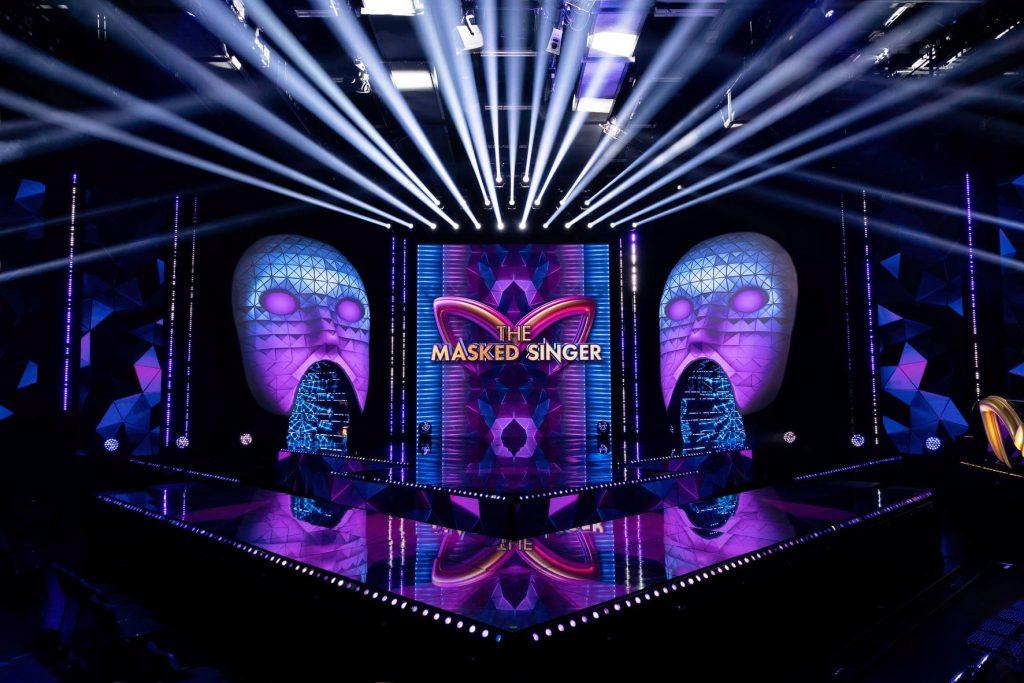 Never Fear Shadows fait monter en flèche le chanteur masqué avec plus de 200 luminaires professionnels CHAUVET