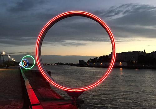 Néon LED LumiPop sur les Anneaux de Buren à Nantes