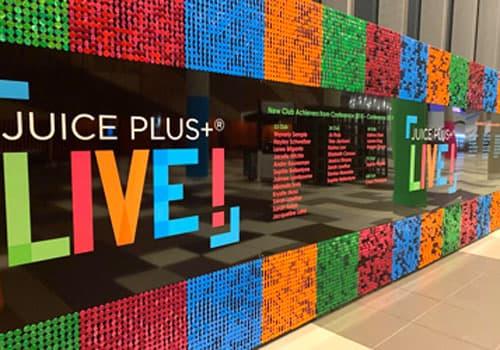 Mur à paillettes multicolore