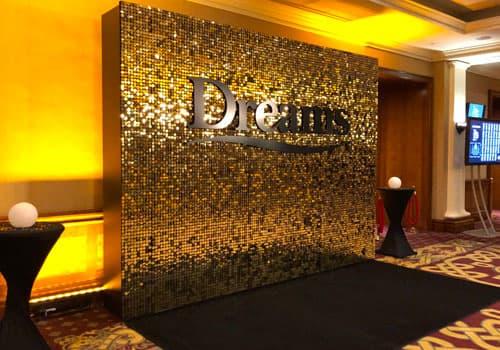 Mur de star réalisé avec des dalles avec Sequins en or