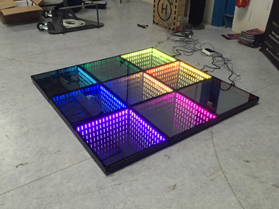 Sol en dalle LED miroir infini