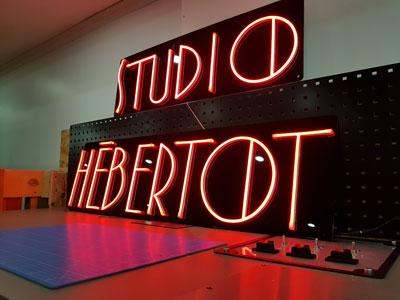 Enseigne lumineuse LED pour Studio Hebertot