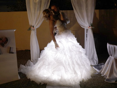 Robe de mariée lumineuse avec intégration de ruban LED